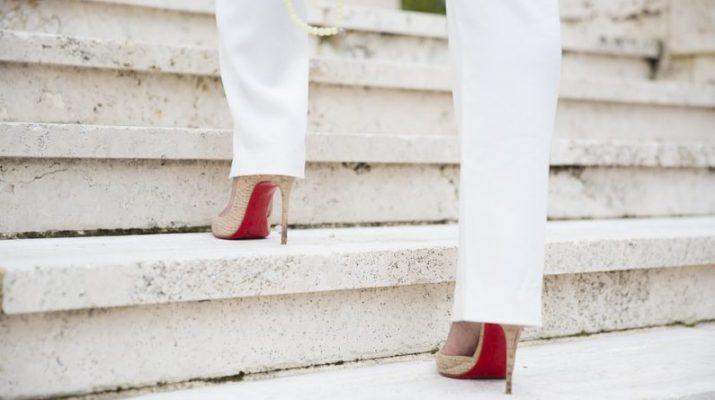 Topánky na podpätkoch. Ako na nich vydržať celý deň?