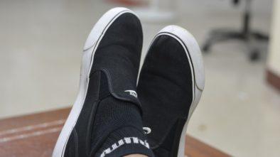 Slip-on topánky sú stále v kurze, skúste ich tento rok aj s nášivkami